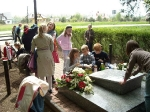 Uczniowie kółka historycznego w 65 rocznicę zakończenia II wojny światowej