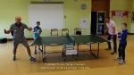 Rodzinnie przy stole do tenisa